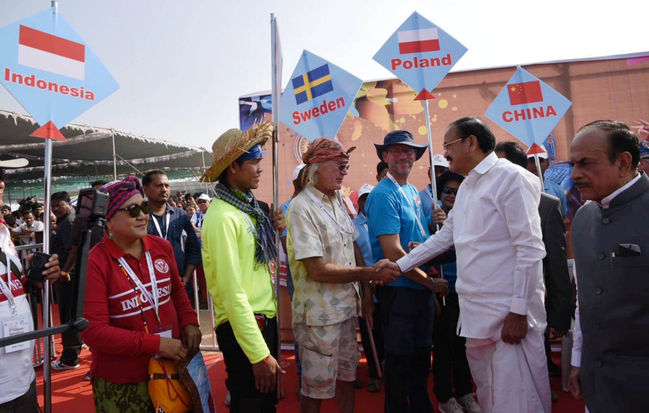 Vice President M. Venkaiah Naidu interacting with the participants of the 4th Telangana International Kite Festival and Sweets Festival, in Hyderabad, Telangana on January 12, 2018. The Home Minister of Telangana, Mohammed Mahmood Ali is also seen. (PIB Photo)